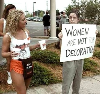 hooters_protest